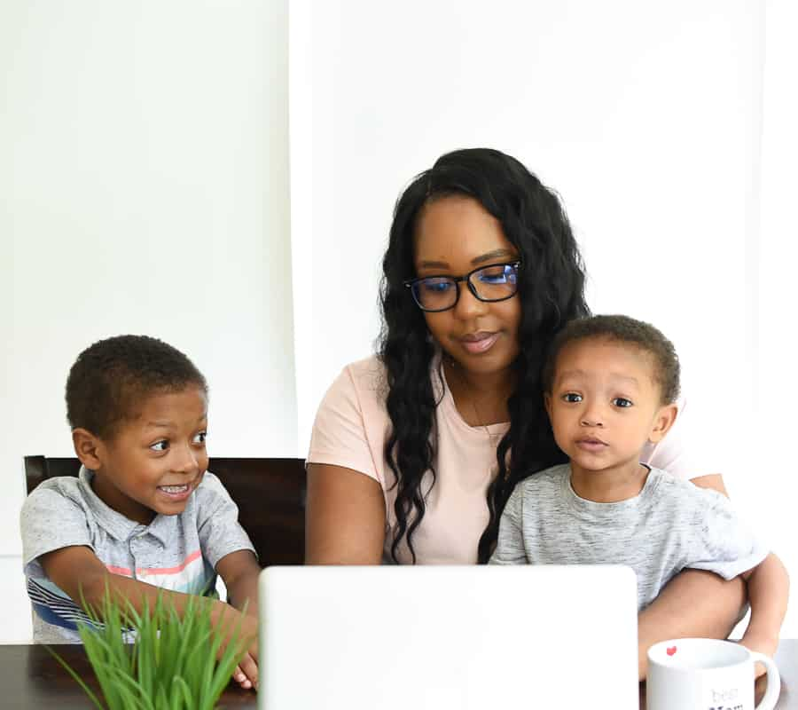 Are you a working mother trying to figure out how to create a schedule that works? Here are a few tips to help you create a schedule that works for your lifestyle.